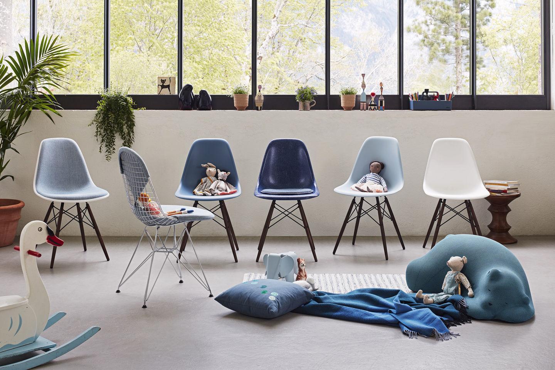 Eames Plastic Side Chair DSW Stuhl Vitra Ahorn dunkel-Forest
