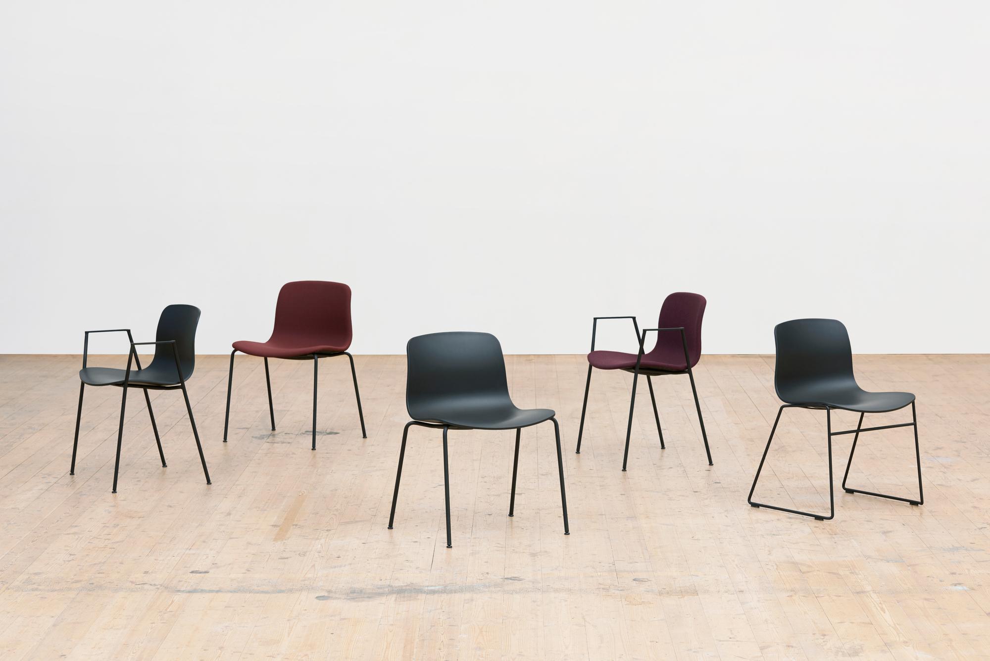 About A Chair AAC08 / AAC08 Stuhl Weiss - Schwarz Hay