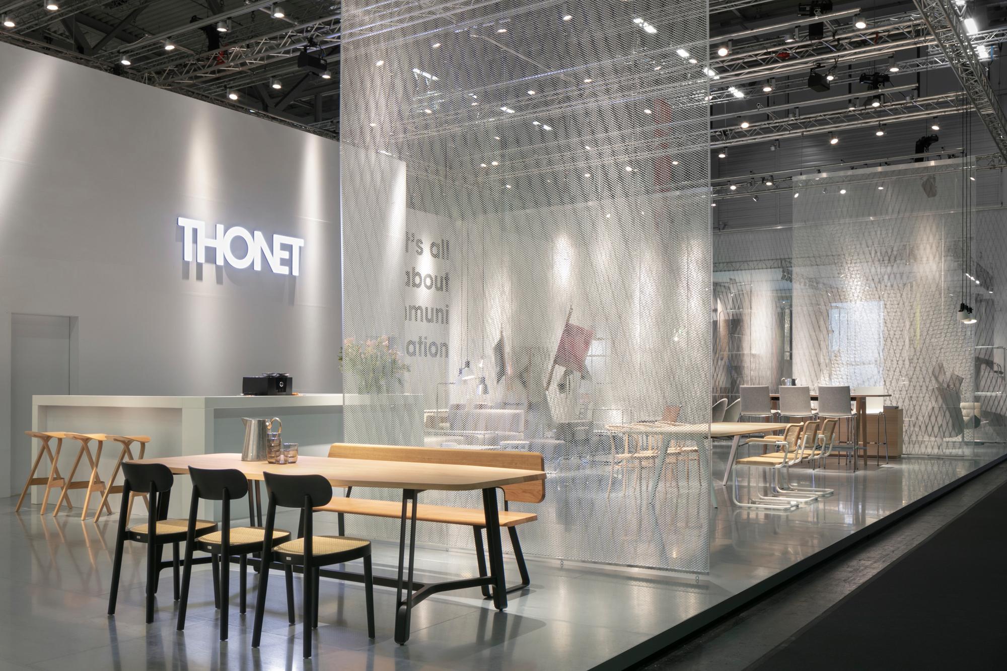 Holzstuhl 118 Olivgrün Thonet