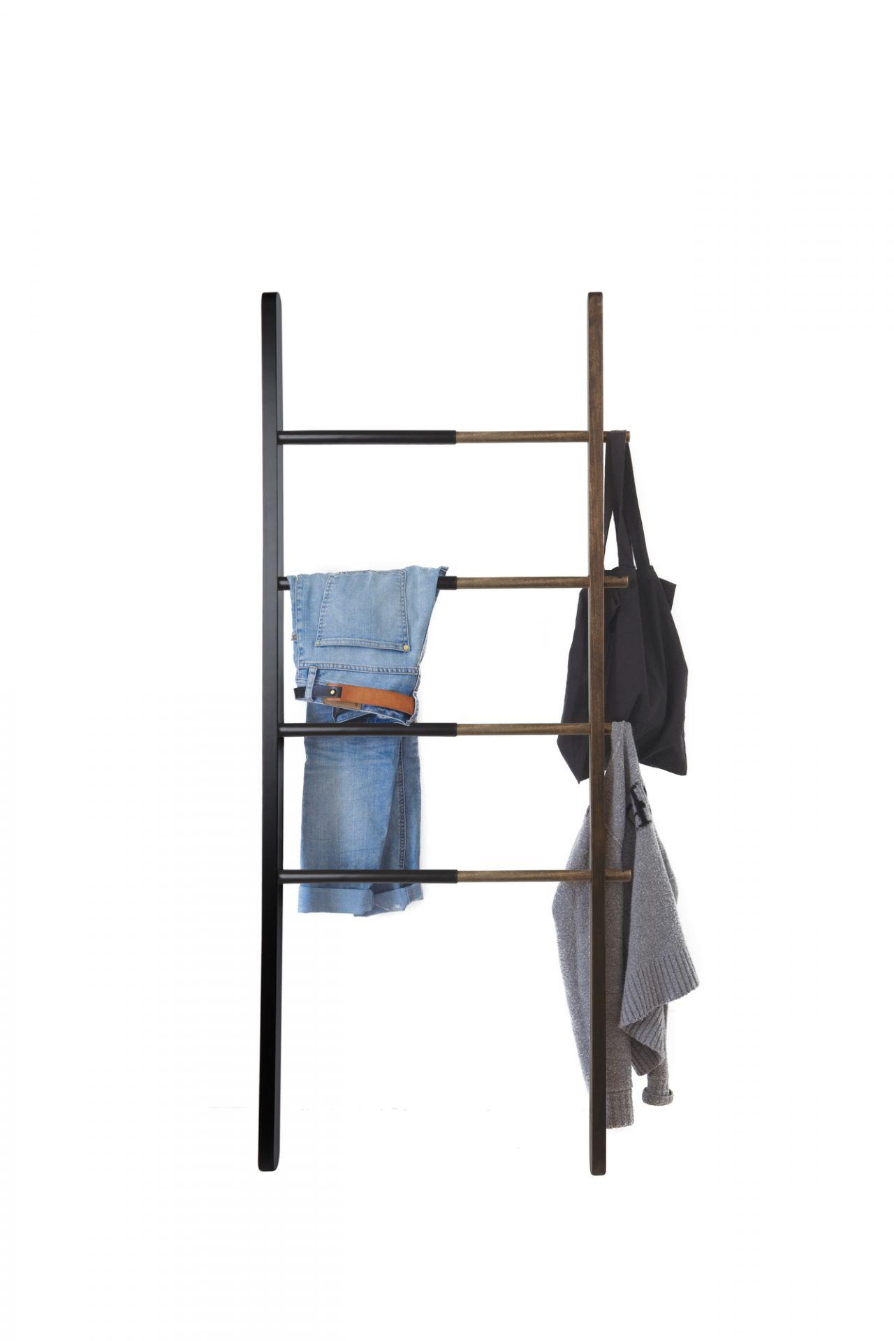 Hub Ladder Handtuch-/Kleiderleiter schwarz-walnuss Umbra