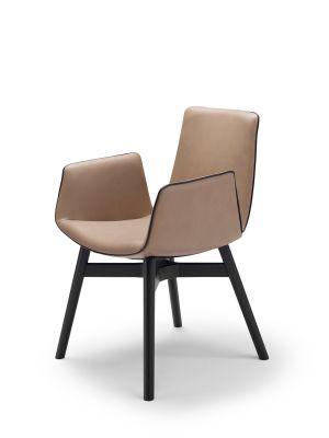Amelie Stuhl mit Armlehnen Holzgestell Freifrau Sitzmöbelmanufaktur