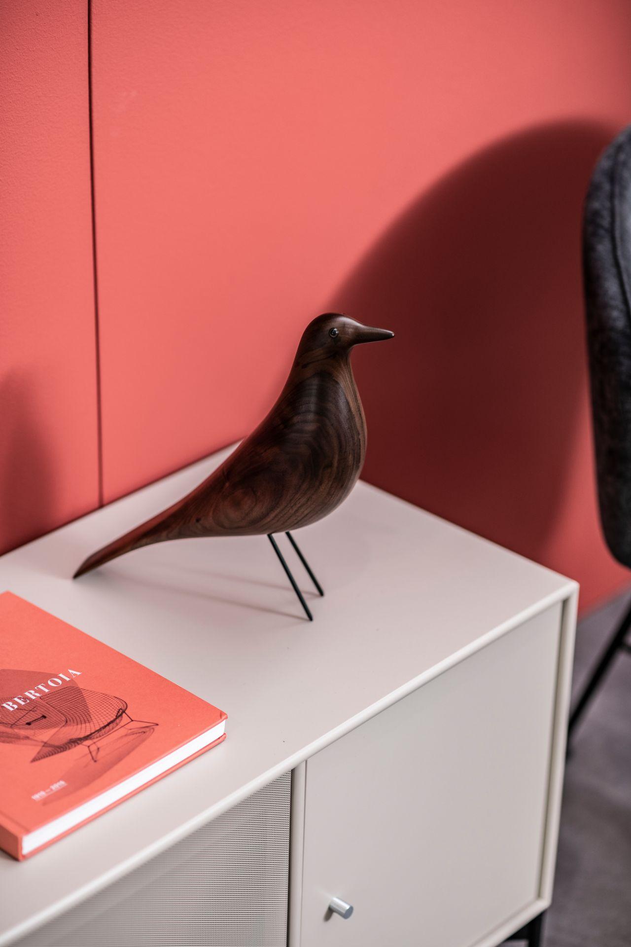 Eames House Bird Skulptur Nussbaum Vitra