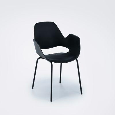 Falk Stuhl mit Armlehne Beine aus schwarz pulverbeschichtetem Metall Clay Houe