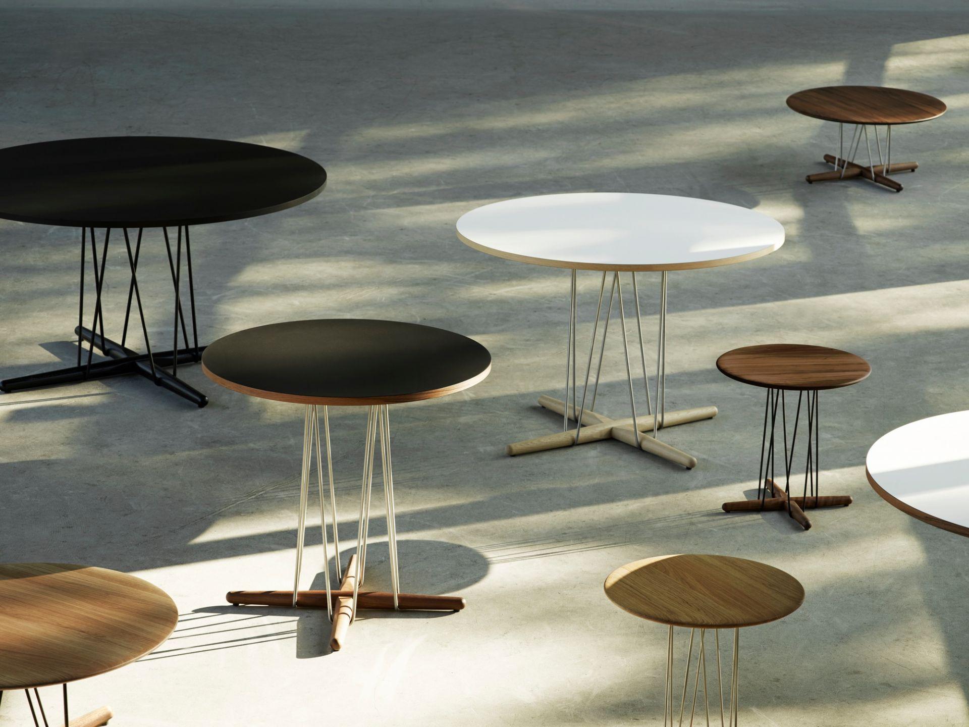 Embrace Lounge Table Tisch Carl Hansen & Søn Stahl schwarz pulverbeschichtet - Eiche geseift