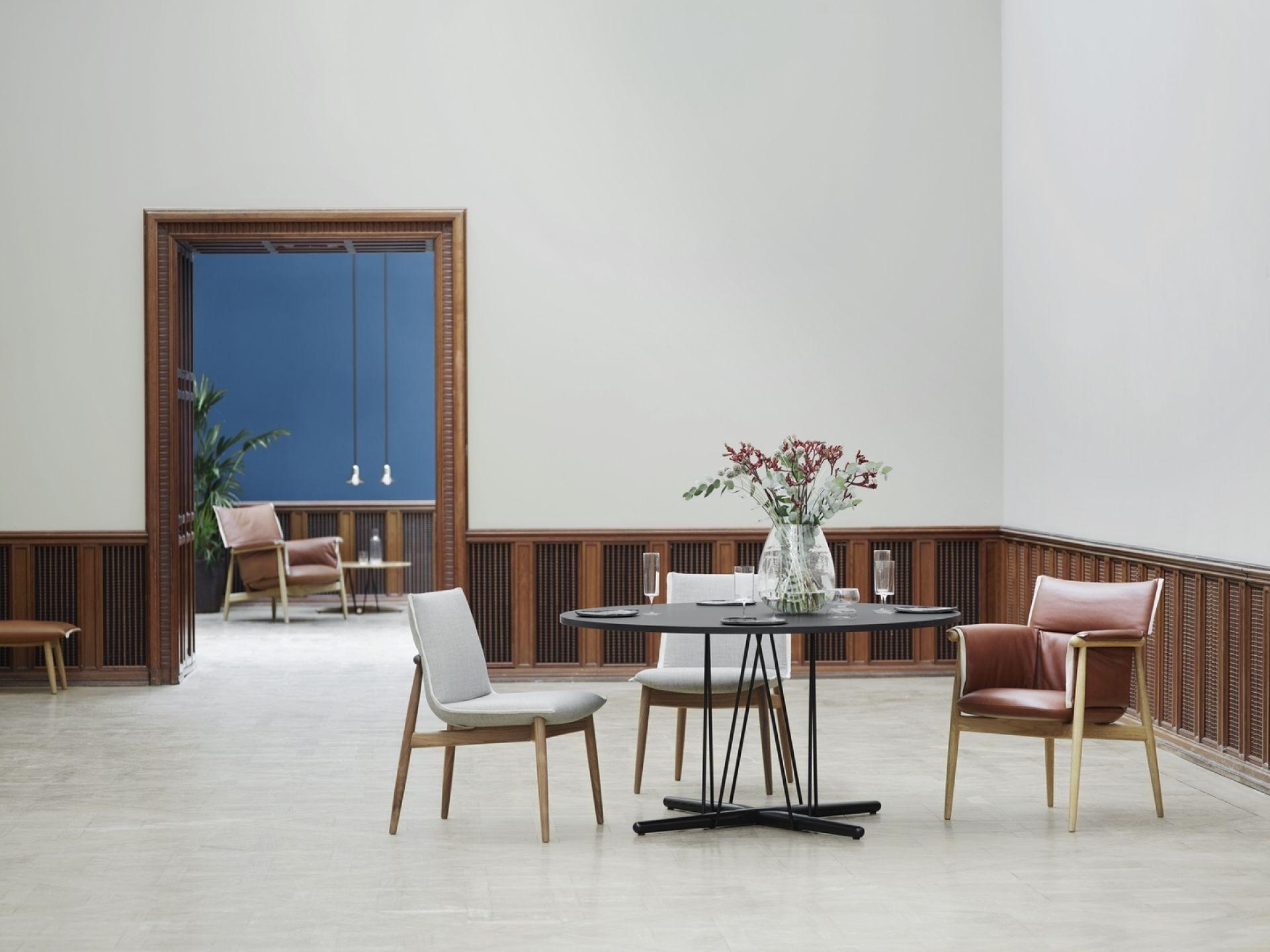 Embrace Table Esstisch Ø79,5 Walnuß Öl Carl Hansen & Søn