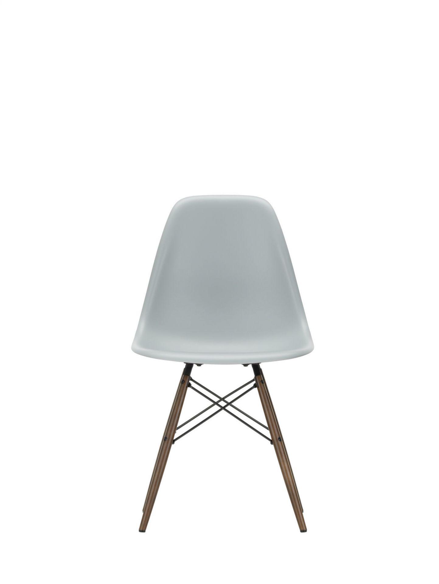 Eames Plastic Side Chair DSW Stuhl Vitra Ahorn dunkel-Zartrosa