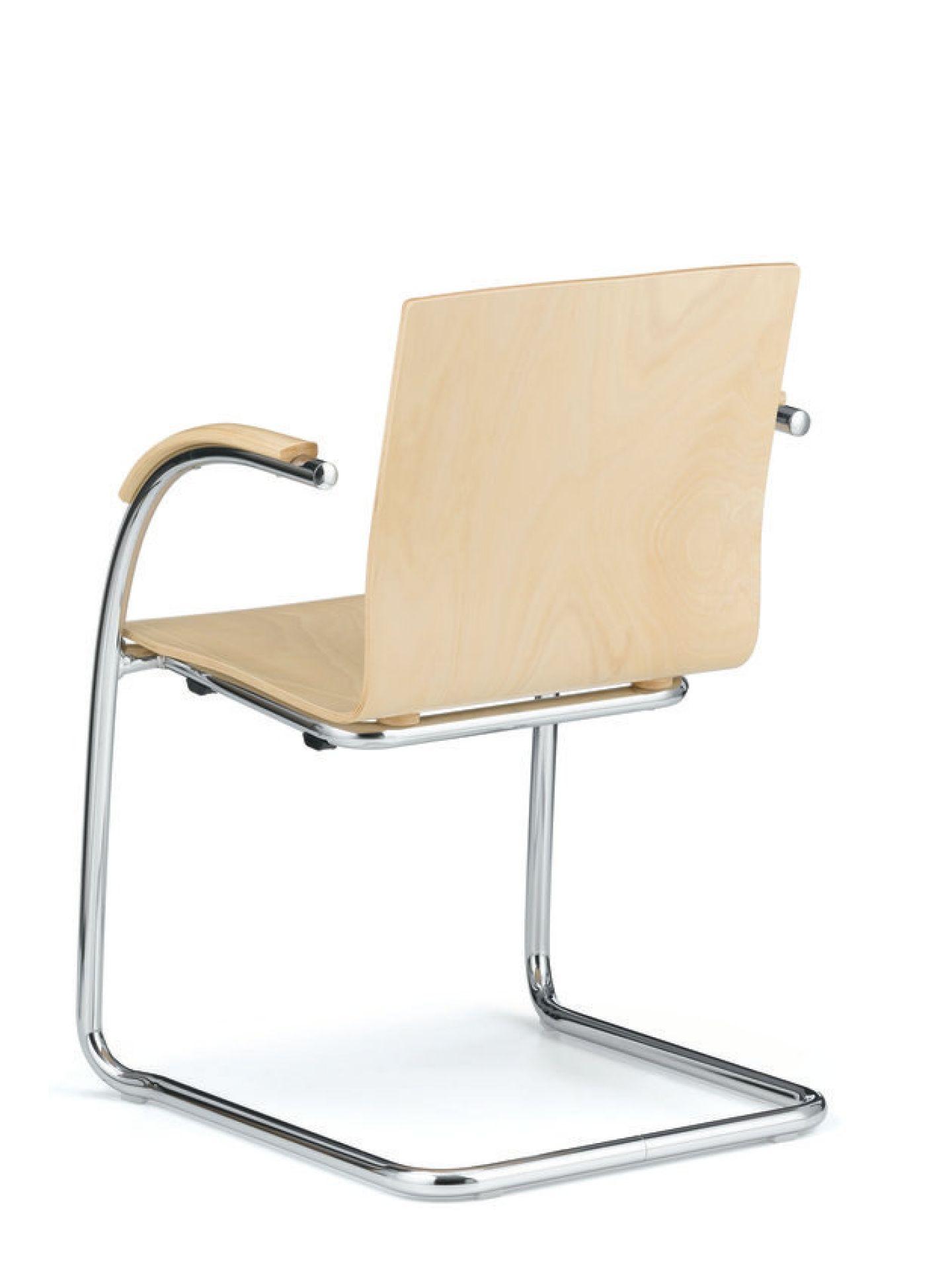Athos Freischwinger durchgehende Sitzschale L&C Stendal