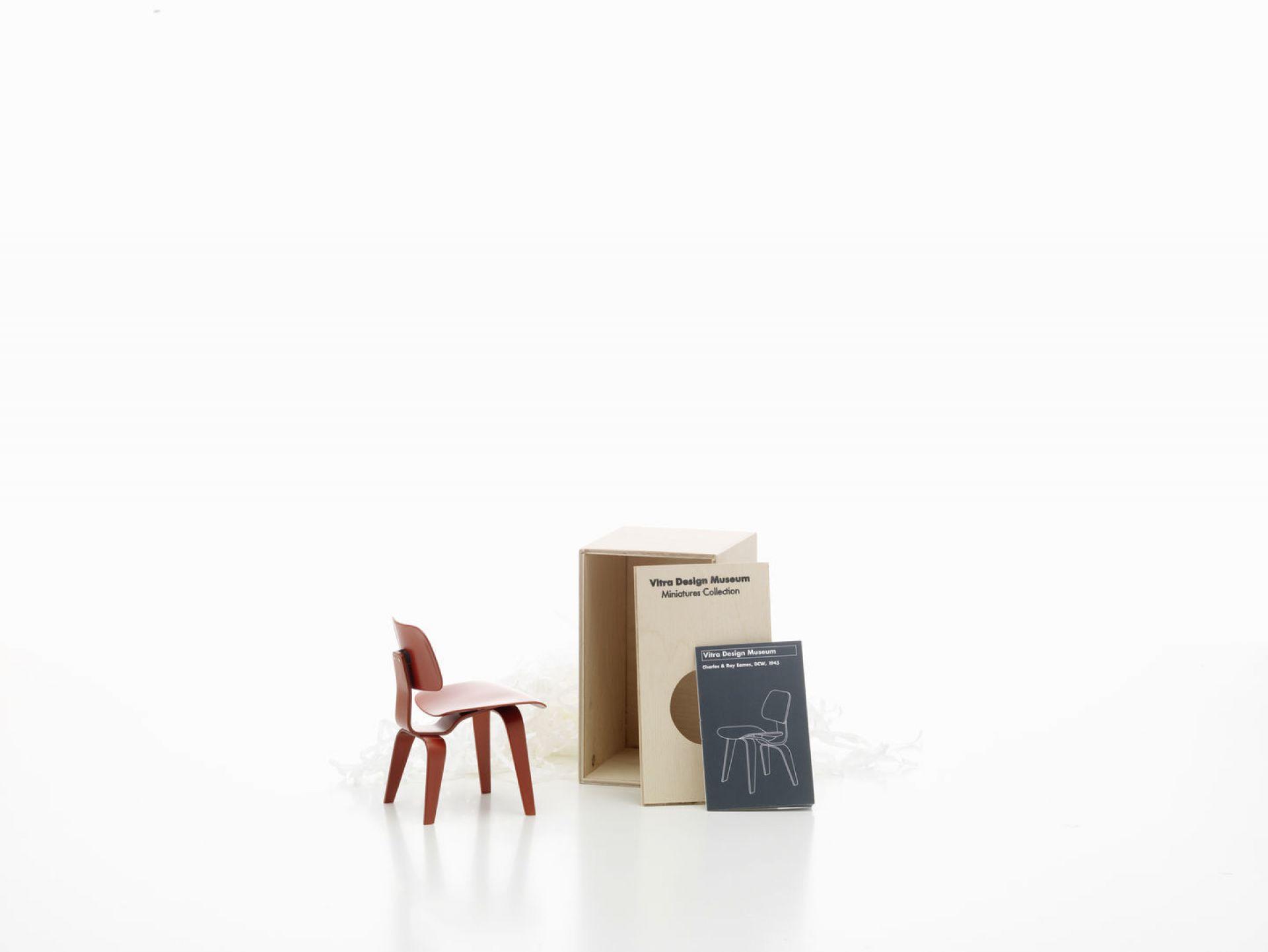 DCW [1945] Miniatur Stuhl Vitra
